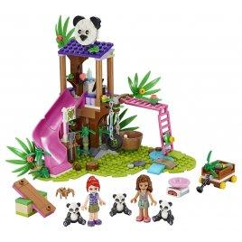 Pandí domek na stromě v džungli