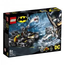 Mr. Freeze™ vs. Batman na Batmotorce™