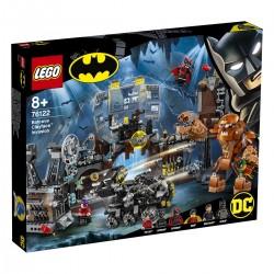 Clayface™ útocí na Batmanovu jeskyni